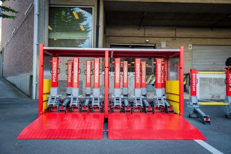 Pitagone moduláris útakadály rendszer rack ládában, szállítás közben